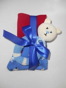 myneedleworks_Geschenk_verpackt_Babyhose_Kinderspielzeug