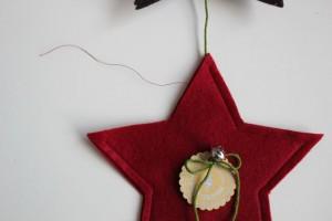 myneedleworks_weihnachtlicher-tuerschmuck_roten-stern-wendeoeffnung
