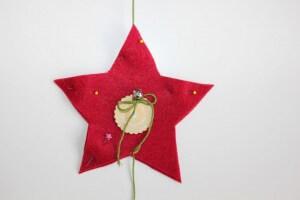 myneedleworks_weihnachtlicher-tuerschmuck_roten-stern-naehen