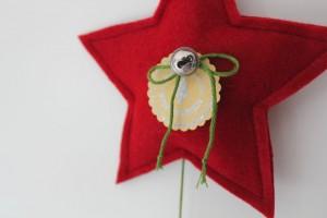 myneedleworks_weihnachtlicher-tuerschmuck_roter-stern-nahaufnahme
